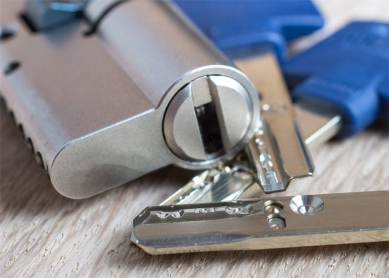 Kiedy konieczna jest wymiana wkładki zamka?