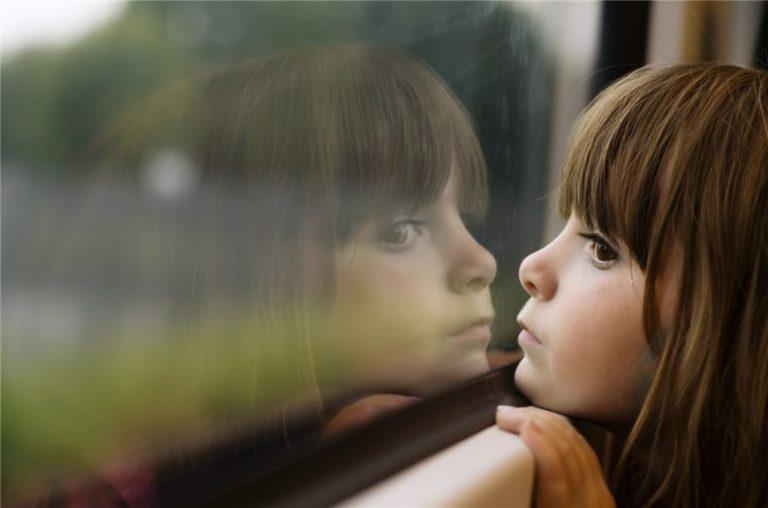 Co zrobić, gdy dziecko zatrzaśnie się samo w mieszkaniu?
